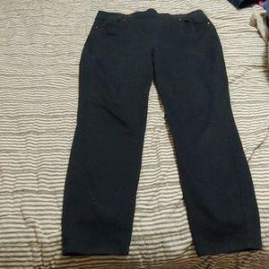 Gloria Vanderbilt slimming effect black pants